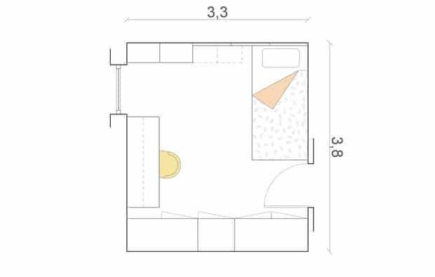 La camera rettangolare (cm 290x375) si sviluppa su 2 lati: su uno letto e zona studio, sull'altro l'armadio.