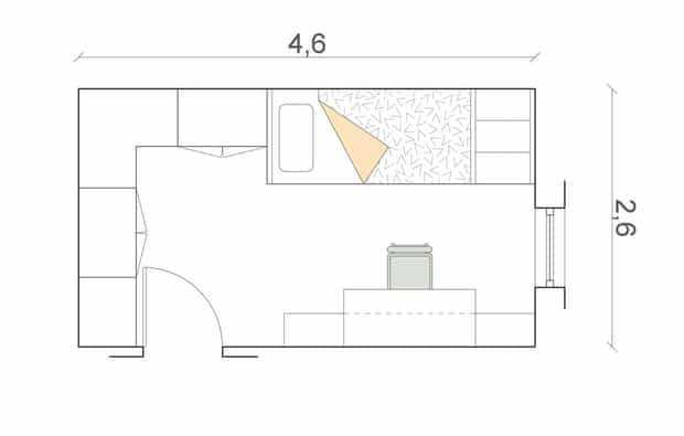 Nella camera rettangolare (cm 460x260) l'armadiatura angolare prosegue con i letti a castello; di fronte c'è l'area studio.